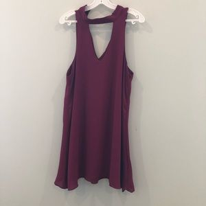 Wine colored flowly dress with choker neck